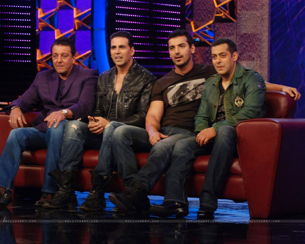 170568-akshay-and-john-promote-film-desi-boyz-on-the-sets-of-bigg-boss.jpg